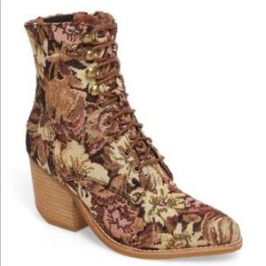 Jeffrey Campbell Elmcrom Bootie Tapestry//size 7▪️